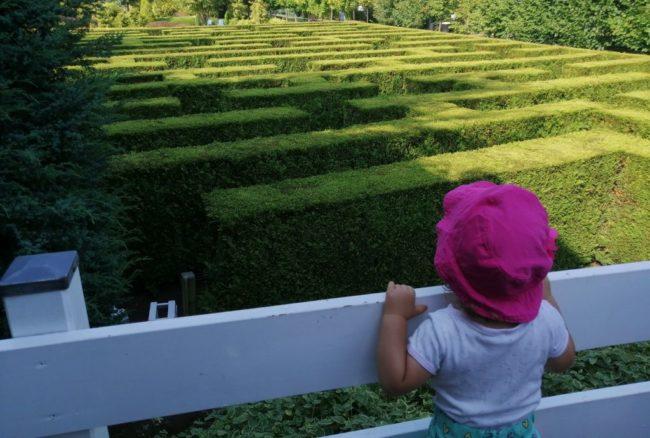 Podróże dziecka – bobas w Ogrodach Kapias